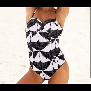 Cupshe swan swimsuit with molded cups size M